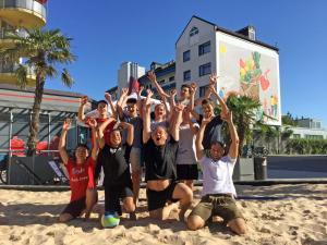Beachvolleyball unter Palmen im<br>Räter-Einkaufs-Zentrum Heimstetten!